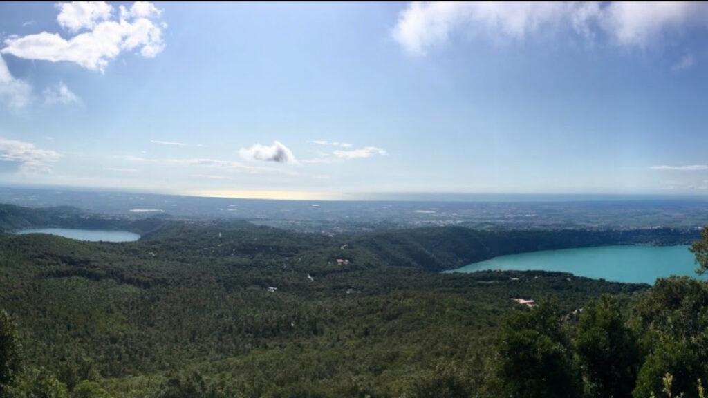 Udsigt over Nemisøen og Albanosøen